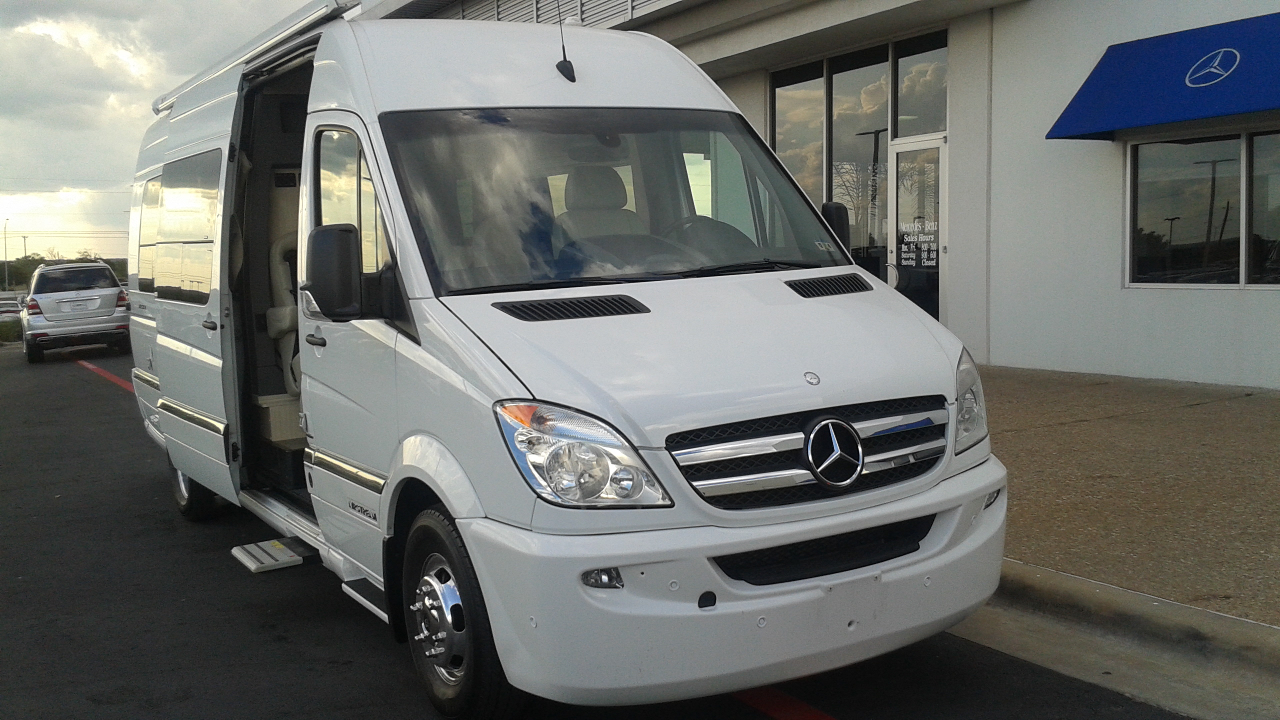 2013 mercedes sprinter airstream interstate autos weblog for Mercedes benz rv used